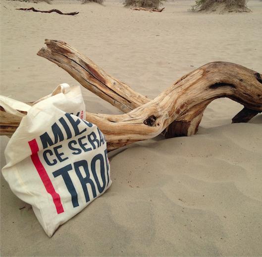 1ff70a7a1c Le tote bag est le nouvel accessoire mode qu'il vous faut adopter cet été.  Découvrez cette tendance qui n'est pas prête de s'arrêter !
